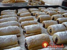 Fantastický dezert ku kávičke. Voňavé mini-rolky zo smotanového cesta plnené marmeládou alebo domácim lekárom.