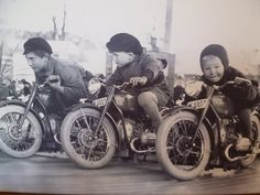 Vintage Motorcycle Carnival Ride - Check Out These Future Motorcycle Racers - Kids Motorcycles! Kids Motorcycle, Motorcycle Racers, Motorcycle Clubs, Motorcycle Humor, Tracker Motorcycle, Motorcycle Style, Motos Vintage, Vintage Bikes, Vintage Motorcycles