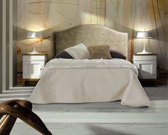 Dormitorio clásico original, combina mesitas clásicas en dos colores con un…
