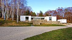 Original Casa de los Años 60 a la Venta http://www.curbed.com/2016/12/5/13848734/marcel-breuer-rufus-stillman-ii-litchfield-connecticut-homes-for-sale