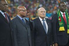 La FIFA quiere imponer sanciones más severas por actos racistas en los partidos de futbol.