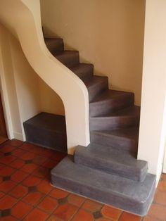 #escalier en #béton-ciré gris. escalier en béton ciré #stairs
