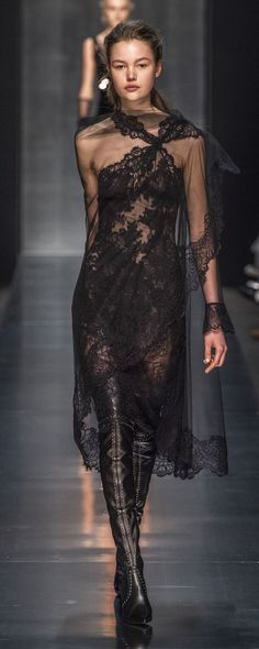 Ermanno Scervino Fall-winter - Ready-to-Wear - Damen Mode 2019 Chic Dress, Lace Dress, Dress Up, Black Women Fashion, Curvy Fashion, Womens Fashion, Style Couture, Couture Fashion, Fashion Over