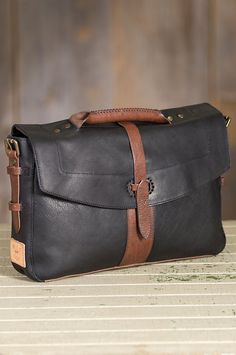 Will Bandon Leather Messenger Bag by Overland Sheepskin Co. (style 60882)