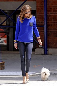 No se si me gusta mas elpelo lacio o cuando se hace ondas...                        B.      B Wear a Sweater and Skinnies With Statement Jewelry Like Olivia Palermo