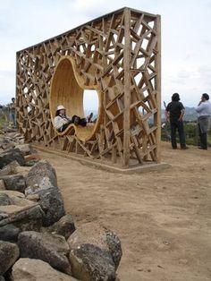 Structure bois ephemere crée comme un lieu de repos en plein air