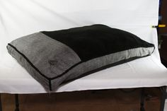 Luxurious Faux Linen Gusseted Dog Bed
