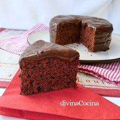 Tarta de chocolate y café.    Esta receta de Pastel del diablo es un clásico americano muy antiguo, un pastel sencillo con intenso sabora chocolate, notas de café y algunas peculiaridades en su elaboración. Divina Cocina. &nbs…
