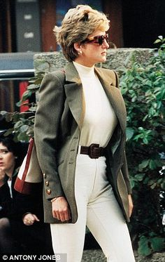 diana shopping london | ... betrothed to Charles. Kate, at 28, isnine years older than Diana was... Kate has learned well and we can be sure that no person in the monarchy can intimidate or discount her. Will won't let grandma or dad dare to disrespect Diana's daughter-in-law.