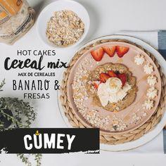 ¿Se te antoja unos hotcakes con mix de cereales con banano y fresas? Muy pronto publicaremos el video para que tú mism@ lo prepares en casa. Hummus, Ethnic Recipes, Food, Home, Grains, Oatmeal, Strawberry Fruit, Essen, Eten