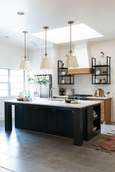 31 Beautiful Modern Condo Kitchen Design And Decor Ideas Modern Farmhouse Kitchens, Farmhouse Kitchen Decor, Black Kitchens, Home Decor Kitchen, Interior Design Kitchen, Modern Interior Design, Home Design, Home Kitchens, Interior Decorating