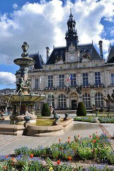Hôtel de ville et fontaine de Limoges (Haute-Vienne)