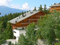 Les Faverges - Apartment - CRANS-MONTANA - Switzerland - 575 CHF 2-room apartment 75 m2 on 1st floor. Living/dining room with 1 double sofabed (149 cm, length 200 cm), cable TV (flat screen). 1 room with 2 beds (90 cm), hand-basin and separate WC. Kitchen (3 hot pl