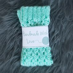 Free Printable Knit and Crochet Labels - Leelee Knits I mentioned in my first post of this year that I have been playing around with graphic design so that… Crochet Gifts, Knit Crochet, Irish Crochet, Crochet Stitches, Free Printable Gift Tags, Free Printables, Free Printable Labels Templates, Tag Templates, Gestrickte Booties