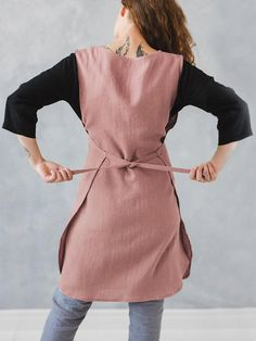 Sleeveless Pocket Cotton Solid Vintage Apron Dress - Women Sleeveless Pocket Cotton Solid Color Vintage Apron Dress Source by nellanee - Retro Apron, Aprons Vintage, Vintage Apron Pattern, Ärmelloser Pullover, Japanese Apron, Japanese Sewing, Pinafore Apron, Wedding Dress With Pockets, Apron Designs