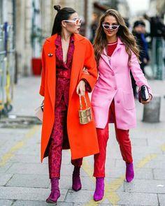 Dupla fashion com cores quentes  @whowhatwear.au  #moda #estilo #tendência #fashion #fashionblog #modamujer #modafeminina #streetstyle #streetfashion #streetwear #modaderua #estiloderua #outfitt #ootd #outfitoftheday #outfitideas #outfits