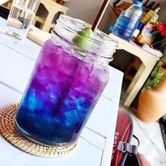 Butterfly Pea Flower Guide Blue Tea Information Clitoria ternatea Cocktails, Cocktail Desserts, Fruit Drinks, Healthy Drinks, Beverages, Healthy Food, Tea Recipes, Summer Recipes, Recipies