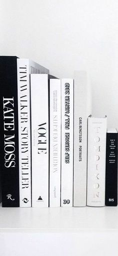 grafika black, books, and white