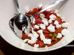 Onvergelijkbaar lekkere geroosterde paprika salade is met stip het meest gegeten gerecht bij ons thuis. Heerlijk is die typische diepe zoete paprika smaak!