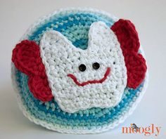 10 #Crochet Patterns for Tooth Fairy Pillows, Pouches and Pockets: Tooth Fairy's Tooth Pillow Pattern including this one by Moogly