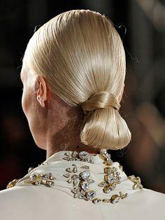sculpted loop hairstyle - Altuzarra
