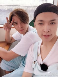 """Lay - 160524 Singer Show Luo's weibo update: """"我們ㄧ起MMD"""" Translation: """"We are uploading together"""" Credit: 羅志祥. Yixing Exo, Chanyeol, Show Luo, Korean Group, Rapper, Kpop, Actors, Beauty, Singers"""