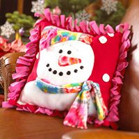 Fleece Snow Lady Pillow - Sew a warm and fuzzy pillow that's perfect for the holiday season. #tutorial