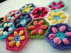 puffed daisy hexagon tutorial from colour in a simple life blog