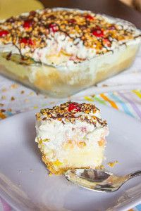 """YUMMY - Banana Split Cake (OMG is this good! I made it for Father's Day and it was a big hit! I don't know why they call this recipe """"cake"""" as it's NOT cake! I would change the name to Banana Split Dessert! 13 Desserts, Delicious Desserts, Yummy Food, Dessert Healthy, Dessert Crepes, Dessert Aux Fruits, Banana Split Cake Recipe, Banana Split Dessert, Sweet Recipes"""
