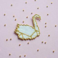 """85 Likes, 6 Comments - Lucie (@thecamelia_lucie) on Instagram: """"Ca fait du bien de retrouver ses perles !  Un cygne version origami à l'avenir encore incertain :…"""""""