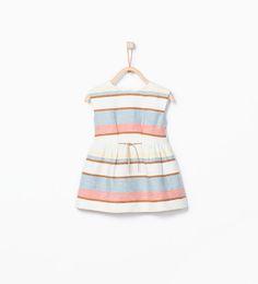 Kleid mit Streifenmuster und Ziergürtel