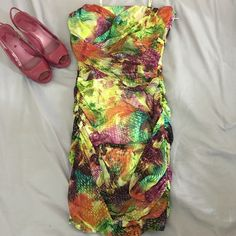 Guess Los Angels multicolor dress It's in great/mint conditions. Guess by Marciano Dresses Mini
