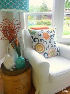 Easy ways to inject some fall warmth into your Living Room decor at thehappyhousie #Fall Decorating #Fall Decor Ideas #Fall Living Room