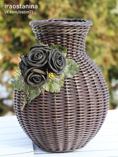 Newspaper Basket, Newspaper Crafts, Cardboard Paper, Cardboard Crafts, Dry Leaf Art, Paper Furniture, Paper Weaving, Basket Decoration, Baskets On Wall