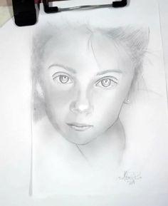Ritratto su commissione , matita su foglio A5 Art, Art Background, Kunst, Gcse Art, Art Education Resources, Artworks