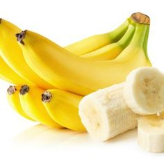 Banana is a fruit that has given you health and strength. It is a perfect fruit for you that can change your life anywhere Benefits Of Eating Bananas, Banana Benefits, Banana Pudding Cheesecake, Banana Contains, In Season Produce, Hacks, Easy Snacks, Fresh Fruit, Home Remedies