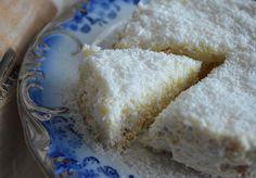 ένα γλυκάκι που θα λατρέψετε, γιατί γίνεται πολύ γρήγορα και είναι πολύ εύκολο.    σαν..ραφαέλο (γλυκό με μπισκότα και ινδοκάρυδο)    υλικα  1 γάλα ζαχαρούχο  1 φυτική κρέμα γάλακτος  3 τεμάχια κρέμα στιγμής  1 λίτρο φρέσκο γάλα  2 πακέτα μπισκότα πτι μπερ  250 γρ. ινδοκάρυδο    Α! Greek Sweets, Greek Desserts, No Cook Desserts, Greek Recipes, Easy Desserts, Cookbook Recipes, Sweets Recipes, Candy Recipes, Cooking Recipes