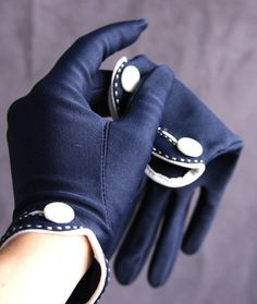 vintage navy and white gloves | Vintage Isotoner Gloves..love these