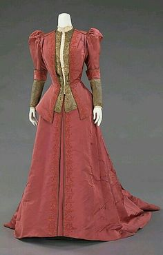 French dinner dress from the House of Worth, circa 1898. This dress was worn by Jane Norton Grew, wife of J.P. Morgan, Jr.