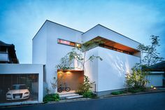 Japanese Modern House, Modern Japanese Architecture, Small House Exteriors, Narrow House, Box Houses, Small Buildings, Indian Home Decor, Facade House, Architect Design