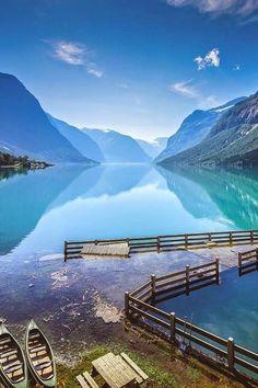Lake Lovatnet , Norway