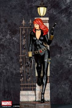 Black-Widow-Comic-Version-Premium-Collectible-XM-Studios
