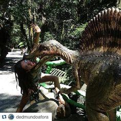 #Repost @dedmundoafora with @repostapp  No Parque Terra Mágica Florybal tem dezenas de dinossauros que emitem sons e se mexem. Cuidado! !!! Kkkk  O parque fica em Canela a poucos minutos de Gramado.  Os detalhes desta viagem ao Rio Grande do Sul você acompanha no blog http://ift.tt/1JUgiOy  #dedmundoafora #mundoafora #viagem #travel #trip #tour #riograndedosul #gramado #rs #ap #canela #parqueterramagicaflorybal #florybal #travelblog #blogdeviagem #blog #nofilter #tur #turismo #mtur #brazil…