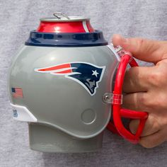 FanMug keeps cold drinks cold and hot drinks hot making the perfect gift for a New England Patriots fan.