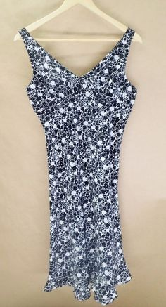 Womens Express Polyester Black White Floral Sleeveless Dress 5 / 6 Knee Length #Express #Shift #Casual