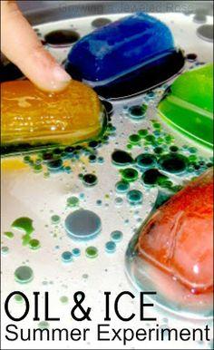 Цветной лед в масле. Заморозить воду с красителем и потом ледышки кидать в контейнер с маслом.