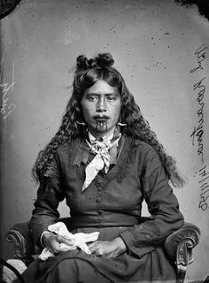 vintage everyday: Moko Kauae: 30 Incredible Portraits of Maori Women With Their Tradition Chin Tattoos from the Early Century Maori Tattoos, Maori Face Tattoo, Borneo Tattoos, Thai Tattoo, Tribal Tattoos, Tatoos, Maori People, Tribal People, Tribal Women