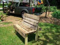 Cute garden bench out of pallets