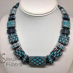 Bead Embroidery Patterns, Beading Patterns Free, Peyote Patterns, Bead Patterns, Free Pattern, Knitting Patterns, Beaded Necklace Patterns, Beaded Earrings, Beaded Bracelets