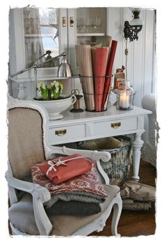 VIBEKE DESIGN Christmas cheer in simple whites, reds, and greens